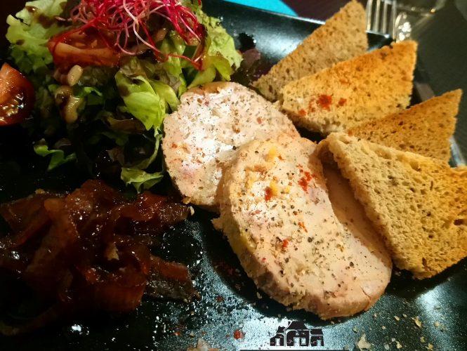 Foie gras au marché de Noël de St Aubin du Pavail!